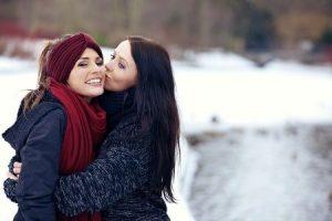 Lesbians-Kissing